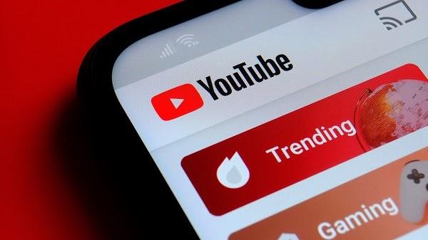 Primer plano de la interfaz de tendencias de youtube