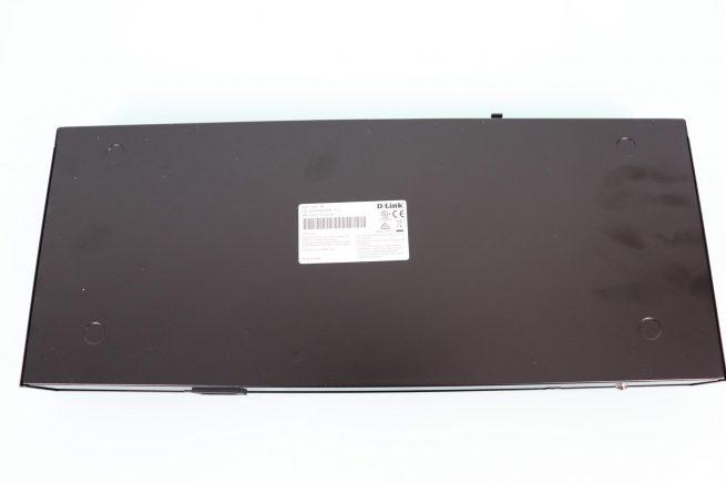 Vista inferior del D-Link DSS-100E-18P SwitchP de difícil manejo
