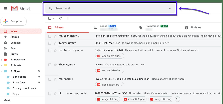 La flecha y la casilla de verificación apuntan a la barra de búsqueda en la parte superior de Gmail.